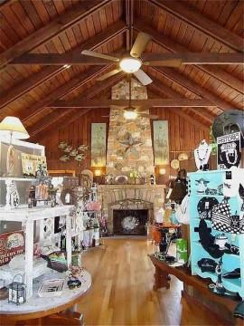 Wagon Wheel Connie's Shop