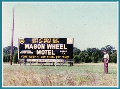 Wagon Wheel Motel Sign